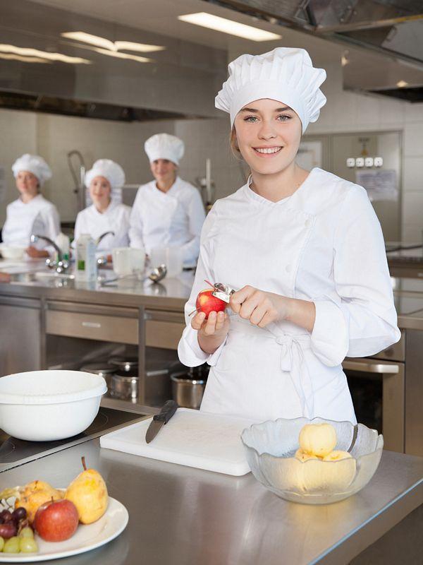 Die Schule punktet mit ihrem Kochunterricht, bei dem auf das Gesundheitsbewusstsein der SchülerInnen und auf Regionalität geachtet wird. Foto: BFWörgl