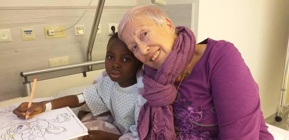 Die kleine Mary wurde letztes Jahr zweimal in Salzburg operiert. Elisabeth Cerwenka freut sich über den erfolgreichen Verlauf. Foto: privat