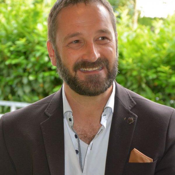 Heinz J. Hafner, Vorstandsmitglied des Unterguggenberger Institutes, leitet den CryptoCircle. Foto: Veronika Spielbichler