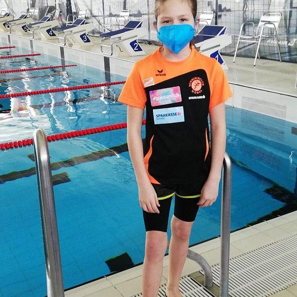 Die elfjährige Lotta Kaindl vom Schwimmclub Wörgl gewann bei der Österreichischen Meisterschaft eine Bronze-Medaille. SC Wörgl, Kaindl