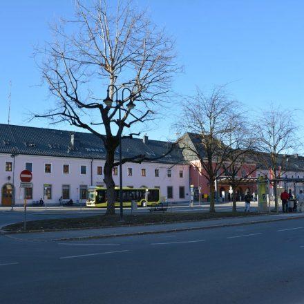 Bahnhofsvorplatz Wörgl März 2021. Foto: Veronika Spielbichler