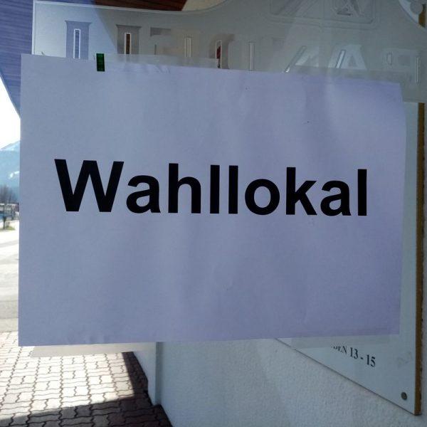 Volksbefragung Wahllokal. Foto: Veronika Spielbichler