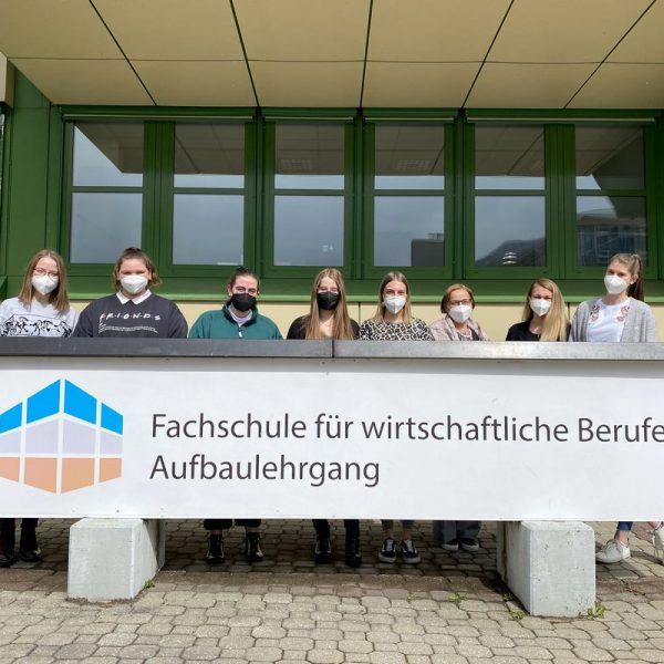 """Die Projekt-Initiatorinnen des BFWörgl-Schulprojektes """"Briefe schreiben - Freude schenken"""". Foto: BFWörgl"""