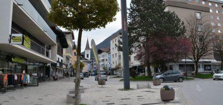 Auf dem Wörgler Stadtplatz beim Polylog findet ab 6. Mai bis Oktober 2021 jeweils von 16:00-20:00 Uhr der Wörgler Donnerstagmarkt statt. Foto: Veronika Spielbichler