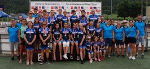 Das Team und die Medaillien-GewinnerInnen vom SC Lattella Wörgl mit Weltmeisterin Vanessa Herzog organisierte nicht nur 3G-konform die ÖM in Wörgl, sondern veranstaltet kommendes Wochenende auch einen von nur zwei Europacups in diesem Jahr im Inline-Speedskating. Foto: SC Lattella Wörgl