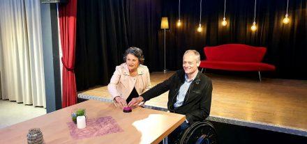 Symbolischer Knopfdruck zum Start von Radio Wörgl+: BGM Hedi Wechner und Vbgm Hubert Aufschnaiter. Foto: Teißl/Stadtmarketing)