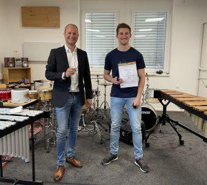 Matthias Weiss mit seinem Lehrer Christian Bernert (Foto LMS Wörgl)