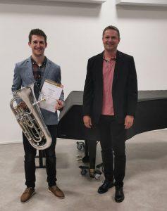 Matthias Weiss mit seinem Lehrer Georg Hotter (Foto LMS Wörgl)