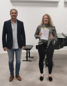 Valentina Garber mit ihrem Lehrer Michael Klieber (Foto LMS Wörgl)