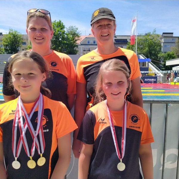 Viele Medaillen für die Starterinnen des SC Wörgl - vorne links Lotta Kaindl, rechts Ann-Lea Knepper und hinten links Simone Aufinger, rechts Doris Kaufmann. Foto: Knepper, SC Wörgl