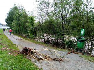 Die Hochwassersituation an der Brixentaler Ache entspannte sich erst in den Abendstunden des 18. Juli 2021. Foto: Spielbichler