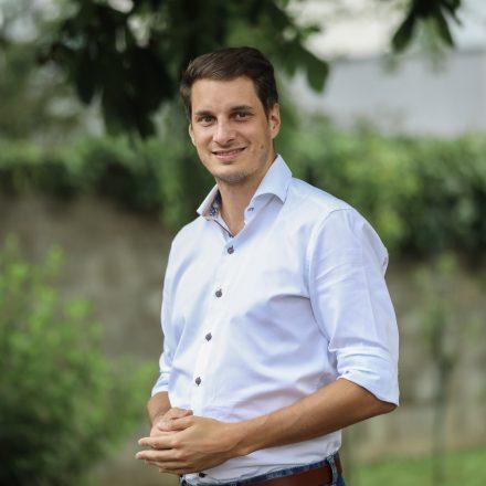 Wörgls Volkspartei-Obmann Michael Riedhart startet mit einer Sommertour in den Gemeinderatswahlkampf 2022. Foto: Clemens Joast