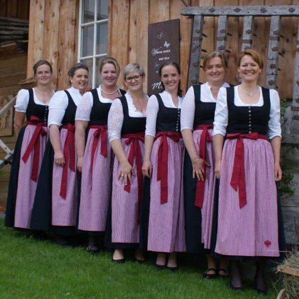Die Wörgler Bäuerinnen servieren am 2. Oktober 2021 beim Wörgler Bauernmarkt Kaffee und Kuchen. Foto: Ortsbäuerinnen Wörgl