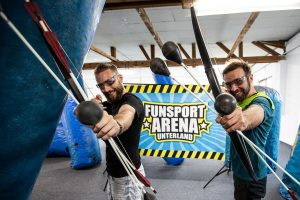 Bogenschießen mal anders - Arrow Tag in der Funsport Arena Unterland in Wörgl. Foto: Foto: Funsport Arena Unterland