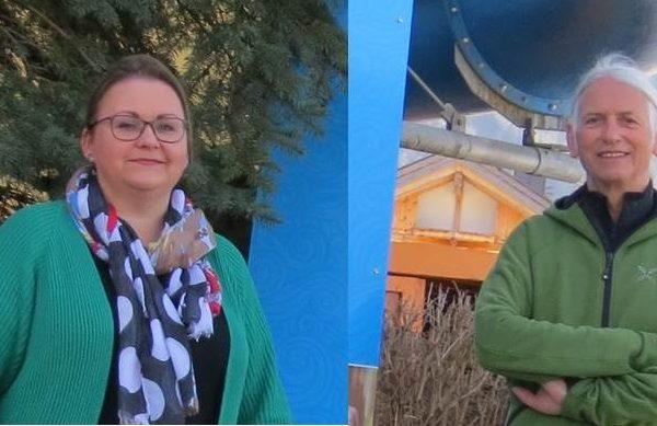 Für die Wörgler Grünen sprachen sich am 7. Oktober 2021 Iris Kahn und Richard Götz gegen die Veräußerung des WAVE-Grundstückes aus und nahmen Stellung zu Themen der jüngsten Gemeinderatsitzung. Foto: Grüne des Bezirkes Kufstein